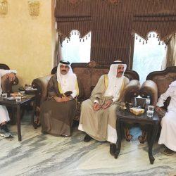تكريم رجل أمن خلع حذاءه لحاجة مُسنة في مكة