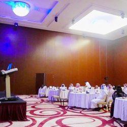قبيلة الساعدي ترفع علم الإمارات في أعلى قمة رملية بالعين