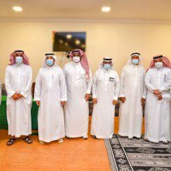 فريق رواد حي العزيزية التطوعي يحصل على جائزة مكة للتميز