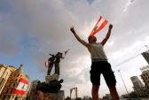 اللبنانيون.. يدعون إلى انتفاضة لا تتوقف بعد احتجاجات حاشدة في بيروت